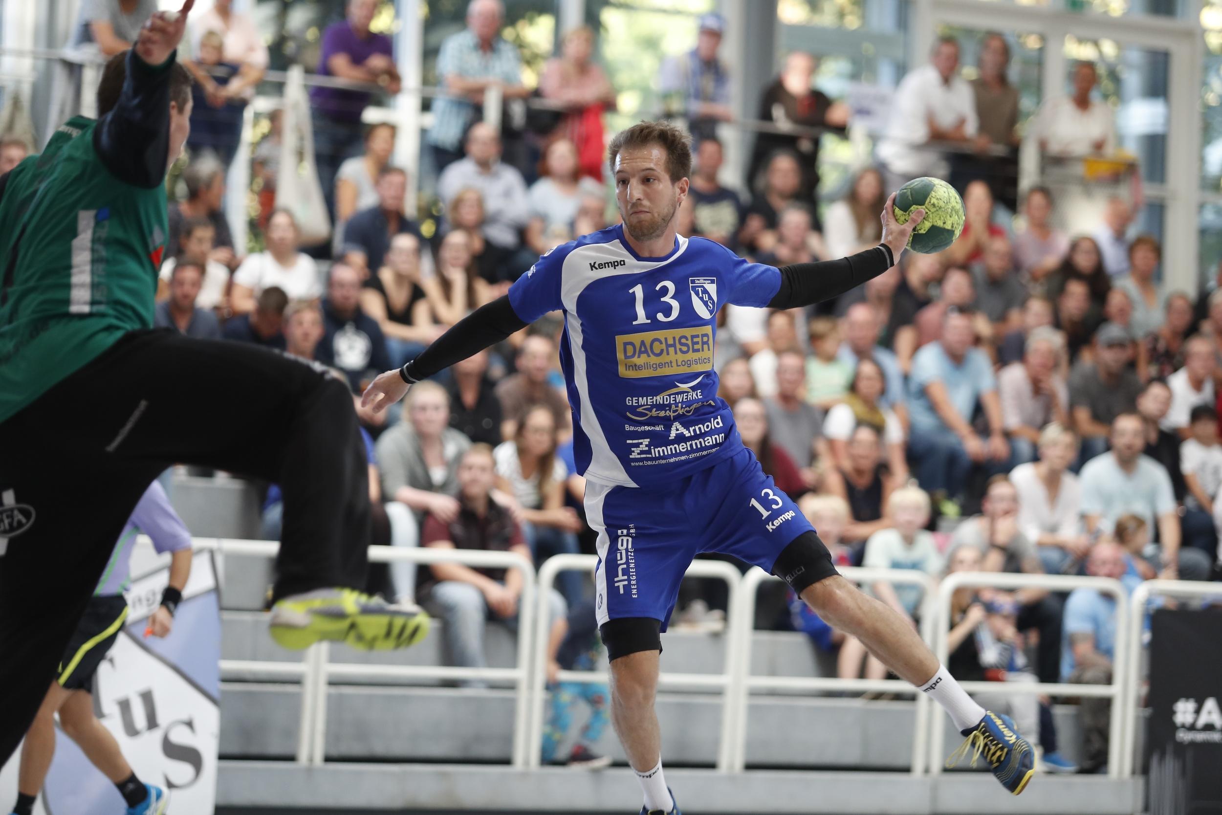 beim Spiel in der BW Oberliga zwischen dem TuS Steißlingen und der SG Köndringen Teningen  in der Mindlestalhalle in Steißlingen  Thomas Lindner TuS Steisslingen