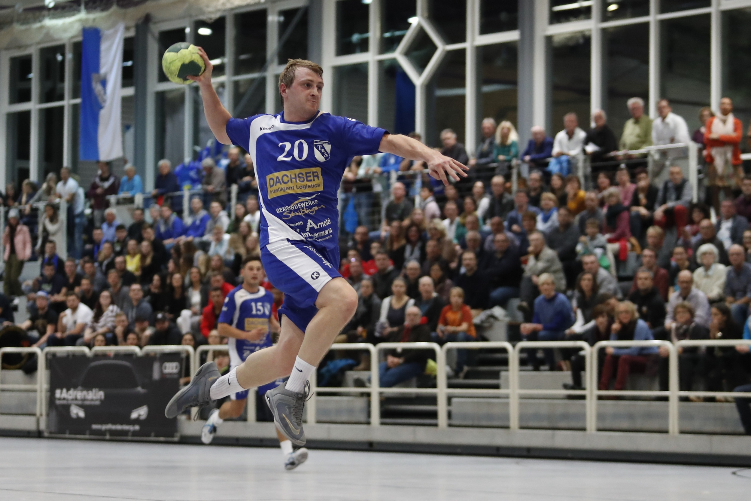 Philipp Klotz TuS Steisslingen beim Spiel in der BW Oberliga zwischen dem TuS Steißlingen und dem TSV Weinsberg in der Mindlestalhalle in Steißlingen