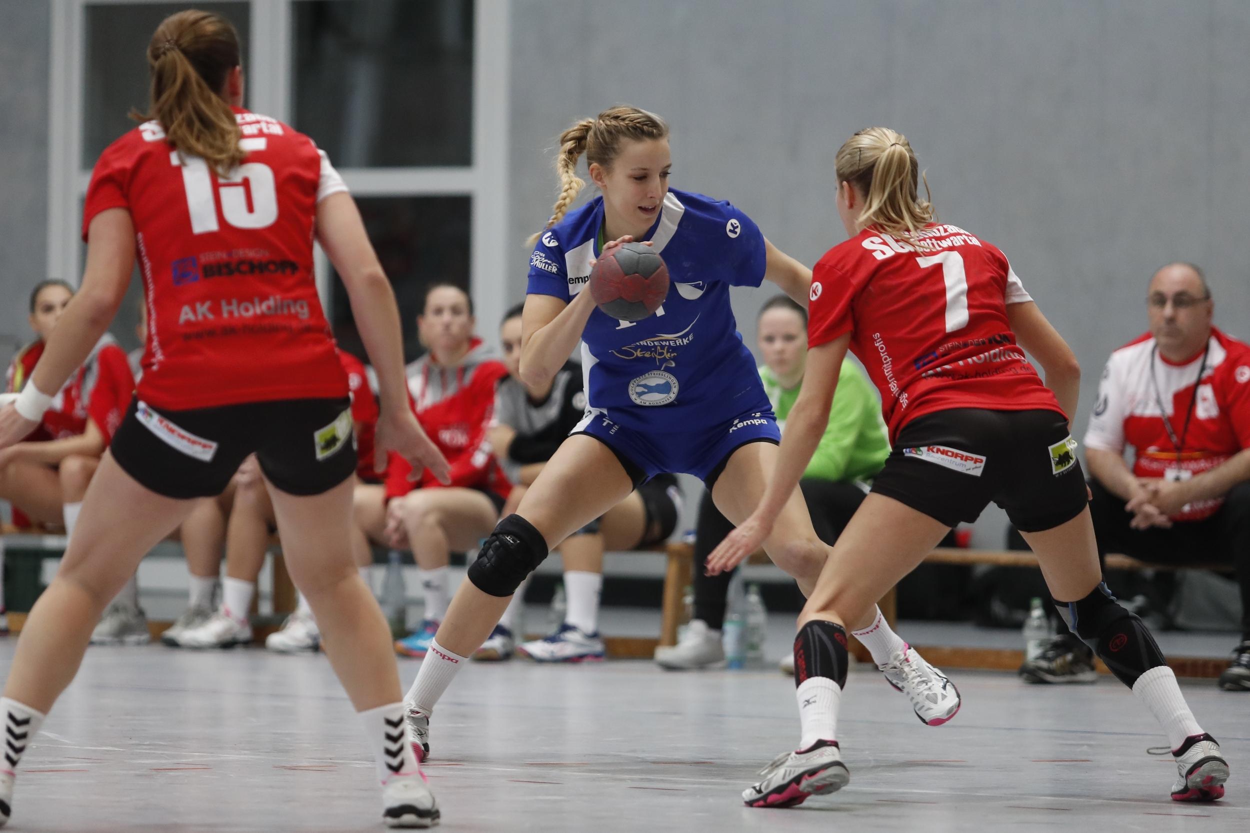 Kim Schmitt TuS Steisslingen Damen beim Spiel in der BWOL zwischen dem TuS Steißlingen und dem TSV Schozach Bottwartal  in der Mindlestalhalle in Steißlingen