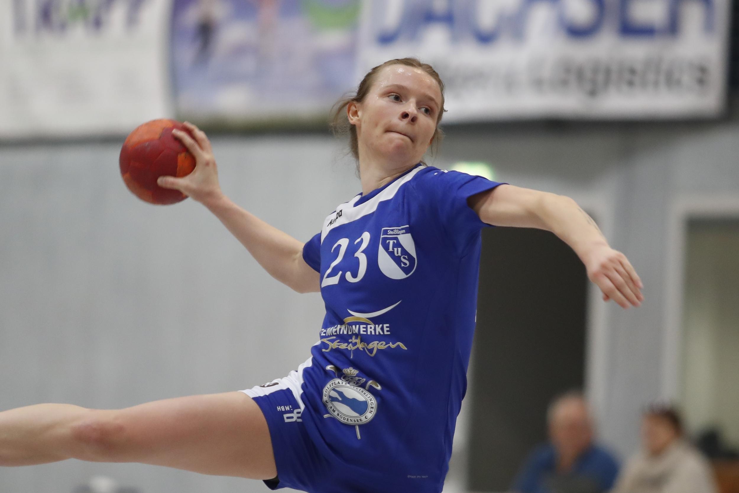 Sarina Mueller TuS Steisslingen Damen beim Spiel in der Oberliga zwischen dem TuS Steißlingen und der SG Schenkenzell Schiltach in der Mindlestalhalle in Steißlingen