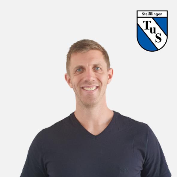 Julian Bergmann mit Logo