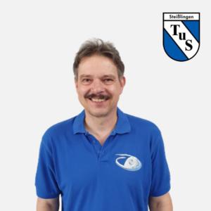 Peter Raitbauer mit Logo