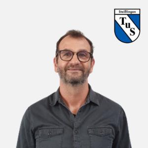 Timo Simmen mit Logo