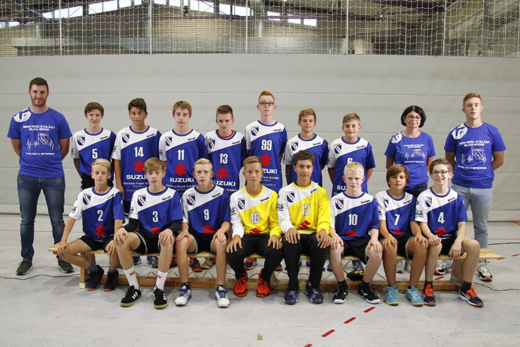 Teamfotos der ersten, zweiten und C-Jugend sowie Jugendtrainer des Vereins in der Mindlestalhalle in Steißlingen